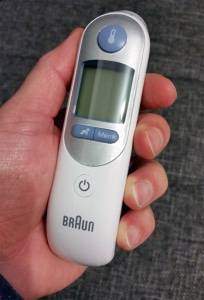 Braun Thermoscan 7 in der Hand
